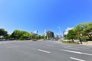 名古屋市 錦通に久屋大通(100メートル道路)の写真素材 [FYI04866874]