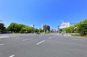 名古屋市 錦通に久屋大通(100メートル道路)の写真素材 [FYI04866880]