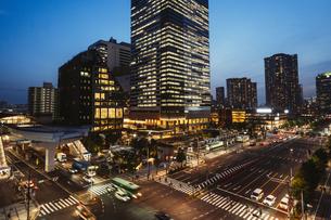 夕暮れの東京・豊洲の都市景観の写真素材 [FYI04867082]