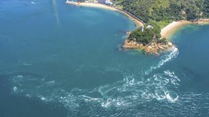 来島海峡の渦潮(うずしお) しまなみ海道の写真素材 [FYI04867599]