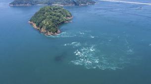 来島海峡の渦潮(うずしお) しまなみ海道の写真素材 [FYI04867619]