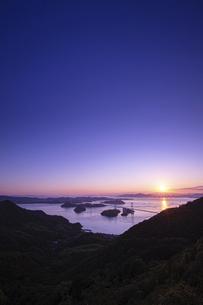 亀老山から見た来島海峡(愛媛県今治市大島/しまなみ海道)の写真素材 [FYI04867637]