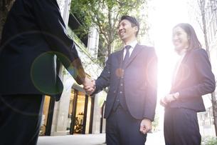 ビジネスシーン・握手の写真素材 [FYI04867685]