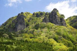 新緑の霊山の写真素材 [FYI04867863]