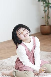 笑顔の女の子の写真素材 [FYI04868565]