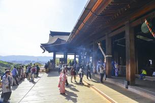 京都市 清水寺本堂の舞台の写真素材 [FYI04868984]
