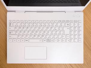 ノートパソコンのキーボードの写真素材 [FYI04869303]