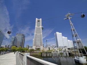 横浜みなとみらい地区とロープウェイ 神奈川県の写真素材 [FYI04869405]