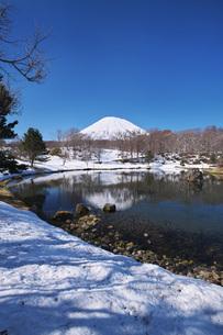 ふきだし公園と羊蹄山の写真素材 [FYI04869529]