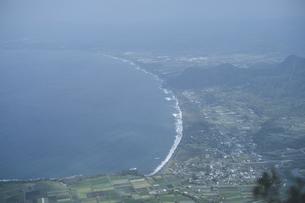 鹿児島県の日本100名山、開聞岳山頂からの眺めの写真素材 [FYI04869591]