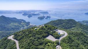 亀老山と来島海峡(愛媛県今治市大島/しまなみ海道)の写真素材 [FYI04870183]