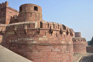 アグラ城の赤い城壁の写真素材 [FYI04870244]