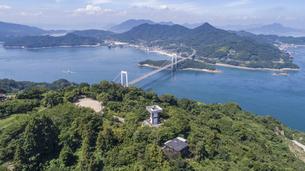 カレイ山展望台と伯方・大島大橋(しまなみ海道)の写真素材 [FYI04870353]