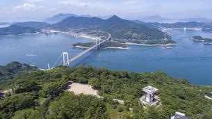 カレイ山展望台と伯方・大島大橋(しまなみ海道)の写真素材 [FYI04870358]