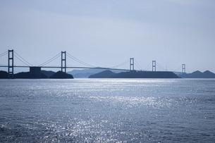 大三島から見た来島海峡大橋(しまなみ海道)の写真素材 [FYI04870469]