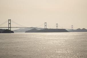 大三島から見た来島海峡大橋(しまなみ海道)の写真素材 [FYI04870472]