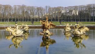大蛇ピュトンが吠えるドラゴンの泉(Bassin du Dragon) ヴェルサイユ宮殿の庭園の写真素材 [FYI04871105]