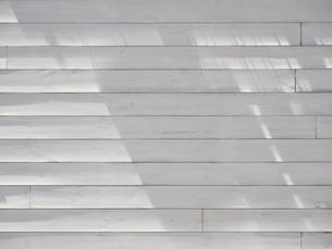 白ペンキを塗った板壁の写真素材 [FYI04871123]
