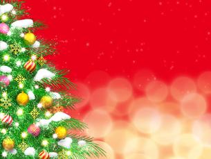 Snowy decorated Christmas treeのイラスト素材 [FYI04871315]