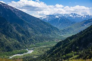 上高地の梓川と大正池、乗鞍岳の写真素材 [FYI04871382]