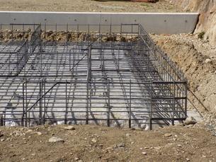住宅の基礎工事 Housing foundation workの写真素材 [FYI04871470]
