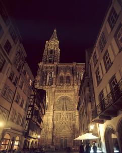 夜のストラスブール大聖堂の写真素材 [FYI04871760]
