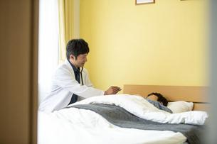 訪問診療の写真素材 [FYI04871899]