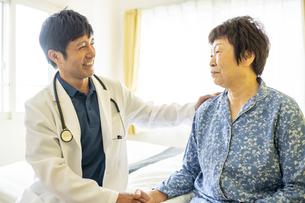 訪問診療の写真素材 [FYI04871918]