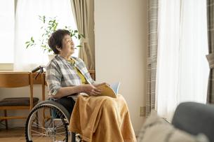 車椅子生活の写真素材 [FYI04871968]