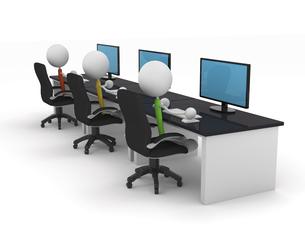 パソコンで作業をするキャラクターのイラスト素材 [FYI04872490]