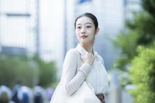 通勤する女性の写真素材 [FYI04872610]