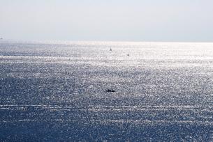 瀬戸内海国立公園、来島海峡に漁船の写真素材 [FYI04872786]