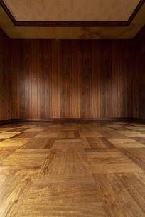 古い木造の家の壁の写真素材 [FYI04872853]