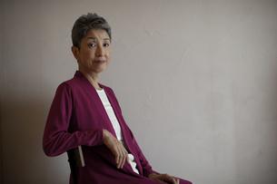日本人シニア女性ポートレートの写真素材 [FYI04873017]