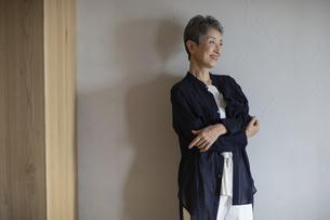 笑顔の日本人シニア女性の写真素材 [FYI04873034]