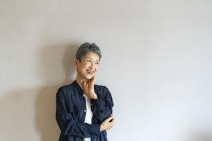 笑顔の日本人シニア女性の写真素材 [FYI04873145]