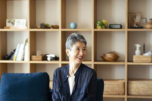 笑顔の日本人シニア女性の写真素材 [FYI04873155]