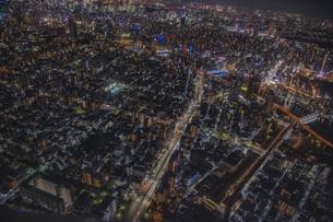 東京スカイツリーから望む東京の街並みと隅田川の夜景の写真素材 [FYI04873222]