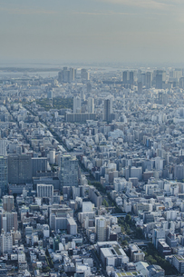 東京スカイツリーから望む大横川と江東区方面の街並みの写真素材 [FYI04873242]