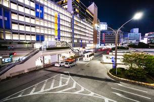新宿駅西口の夜景の写真素材 [FYI04873818]
