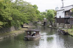 八幡堀と屋形船の写真素材 [FYI04873967]