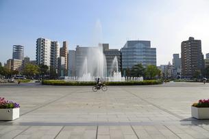 広島平和記念公園前の祈りの泉の写真素材 [FYI04873991]