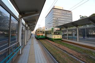 広島市の街並み 原爆ドーム前電停と市内電車の写真素材 [FYI04874001]
