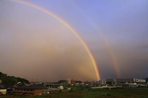 二重の虹(福虹)の写真素材 [FYI04874178]