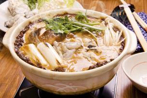 牡蠣の土手鍋の写真素材 [FYI04874371]