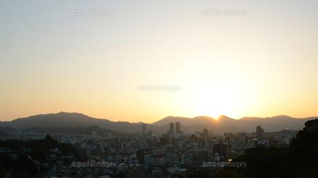 広島市の街並み展望と朝日の写真素材 [FYI04874395]