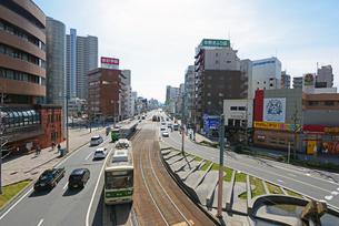 広島市鷹野橋より千田通りの街並みと市内電車の写真素材 [FYI04874407]