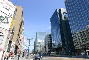 広島市鯉城通りの街角にてビジネス街の写真素材 [FYI04874419]