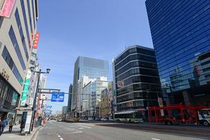 広島市鯉城通りの街角にてビジネス街の写真素材 [FYI04874420]