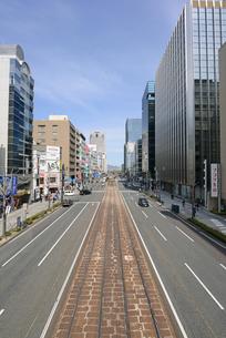 広島市鯉城通りのビジネス街の写真素材 [FYI04874425]